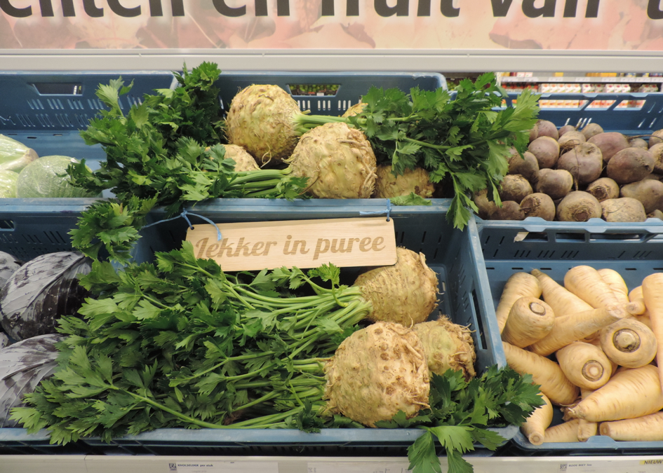 These greens are so seasonal: nudging shoppers towards seasonable fruits and vegetables in the supermarket